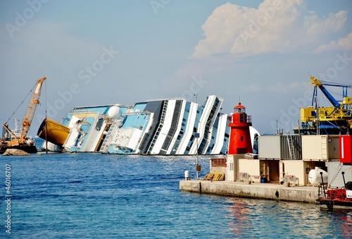 Photo Stands Shipwreck isola del giglio toscana naufragio concordia,recuoero relitto