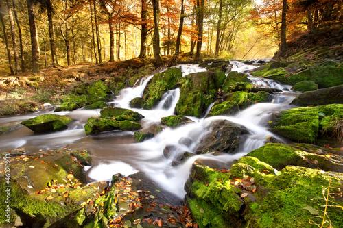 wodospad-w-swietle-jesieni