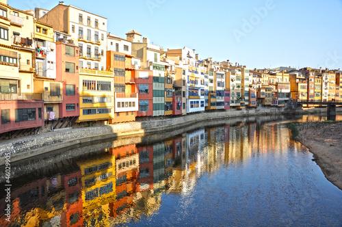 Paisaje, Girona, río Oñar y al fondo el puente de San Agustín, Cataluña, España