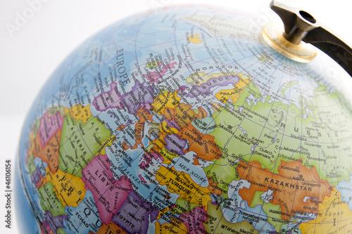 widok-na-kontynent-europejski-na-globusie