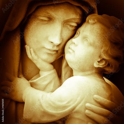 obraz-matki-boskiej-trzymajacej-dziecko-jezus
