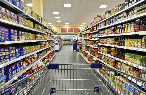 Fotografie, Obraz  Einkaufen im Supermarkt