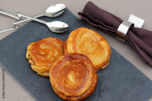 Photo trio de kouign-amann sur ardoise 1