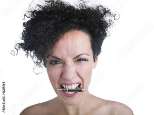 Fotografie, Obraz  Ragazza con proiettile in bocca