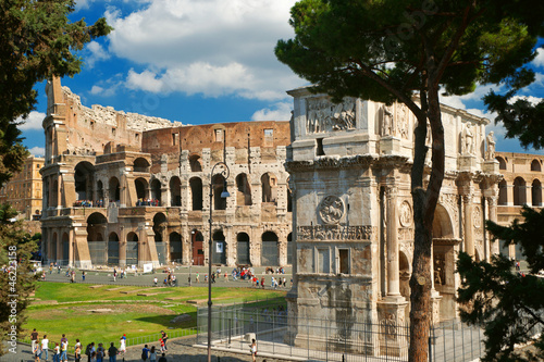 Photo  Arch of Constantine and Colosseum in Rome, Italy