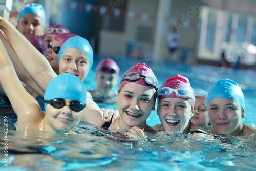 Obraz happy childrens at swimming pool - fototapety do salonu