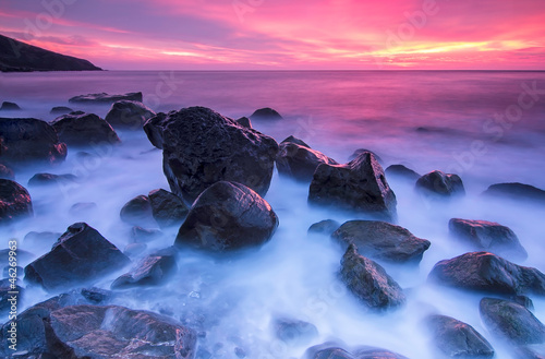 Foto-Leinwand - Stones in the sea at the sunset