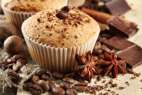 smaczne-babeczki-z-czekolada-przyprawami-i-ziarnami-kawy