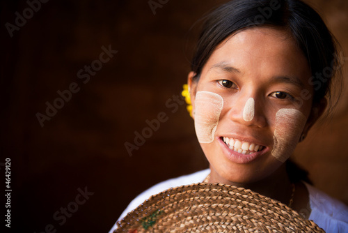 Pretty Myanmar girl фототапет