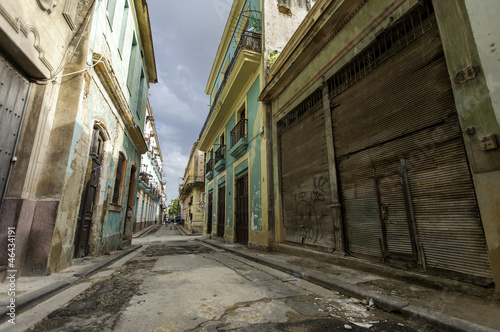 pusta-stara-ulica-w-hawanskim-kuba