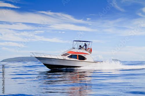 Fotografía Motorboat, route on the Ocean