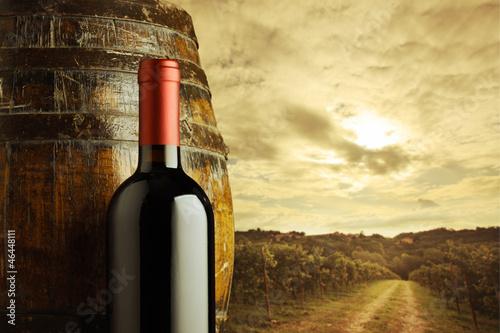 Papiers peints Vignoble red wine bottle, vineyard on background