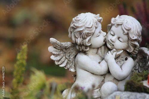 Schutzengel - Kissing angels