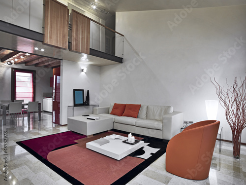 soggiorno moderno con divano e poltrone di pelle – kaufen ...
