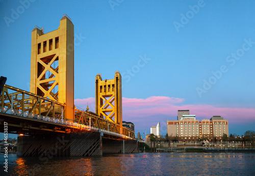 Valokuva  Golden Gates drawbridge in Sacramento