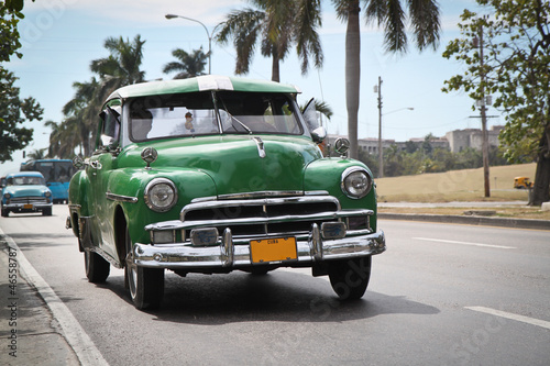 Poster Voitures de Cuba Classic green Plymouth in new Havana