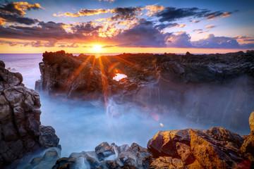 Fototapeta Gouffre de l'Etang-Salé au crépuscule - La Réunion