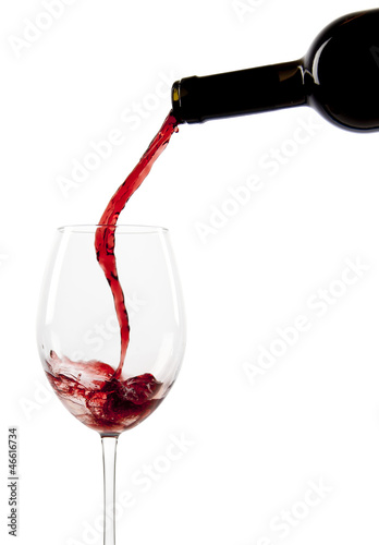 Papiers peints Vin Pouring red wine in a glass