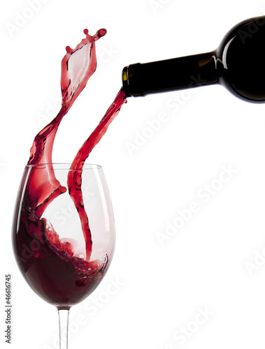 Foto op Aluminium Wijn Pouring red wine in a glass
