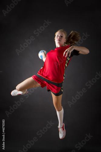Foto-Schmutzfangmatte - portrait einer jungen schönen blonden handballerin (von codiarts)