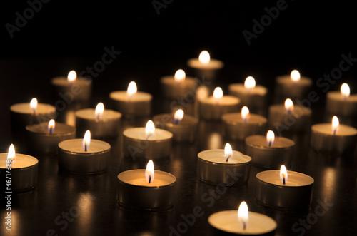 Plissee mit Motiv - Teelichter in der Dunkelheit