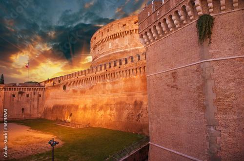 castel-santangelo-przy-jesien-zmierzchem-piekna-strona