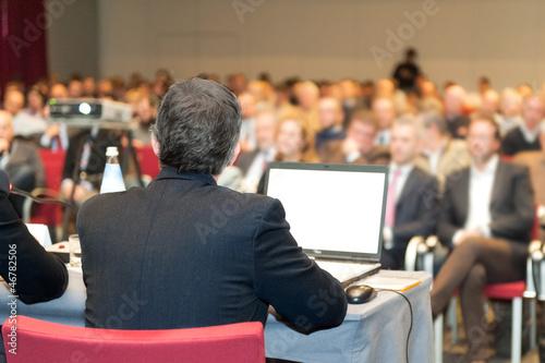 Fotografía  lettura a convention,riunione,dibattito