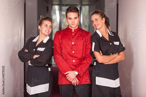 Cuadros en Lienzo Bellboy with Two Beautiful Chambermaids