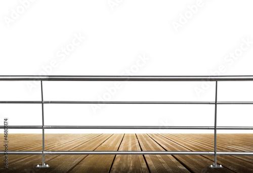 Fotografiet ringhiera su legno in spazio bianco