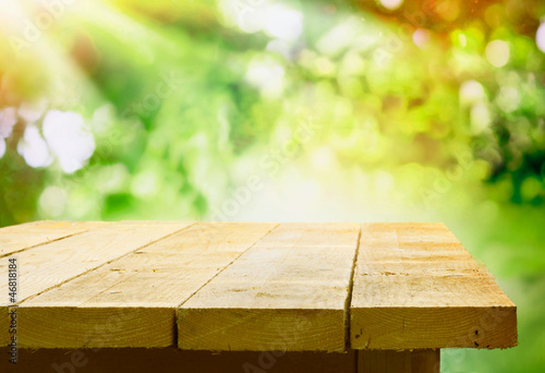 Papiers peints Jardin Empty wooden table with garden bokeh