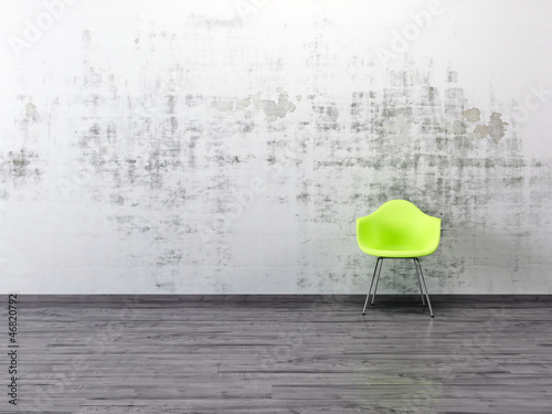 Alte gestrichene Wand grüner Stuhl Parkett