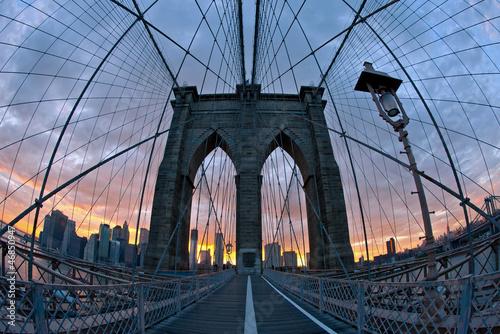 Naklejka dekoracyjna Brooklyn Bridge in New York at dusk.