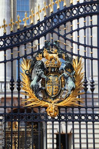 Fotografía Royal Crest at Buckingham Palace Gate in London