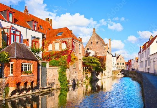 Stickers pour porte Bruges Beautiful view of a canal and , bridge, red roofs in Bruges, Bel