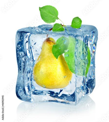Staande foto In het ijs Ice cube and pear
