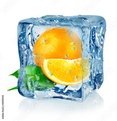Poster Dans la glace Ice cube and orange
