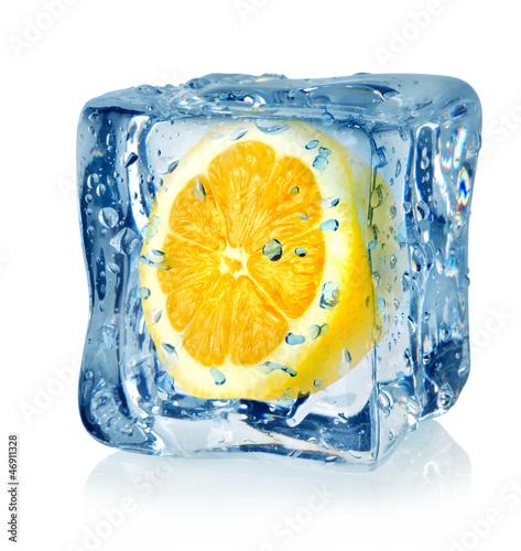 Poster Dans la glace Ice cube and lemon