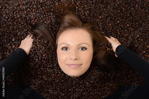Aluminium Prints Coffee beans beautiful young woman with coffee beans