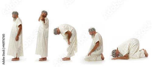 Fotografija  islam : les cinq positions de la prière