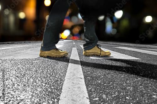 man crossing street at night Poster Mural XXL