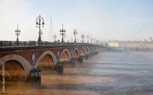 In de dag Stad aan het water Pont de pierre