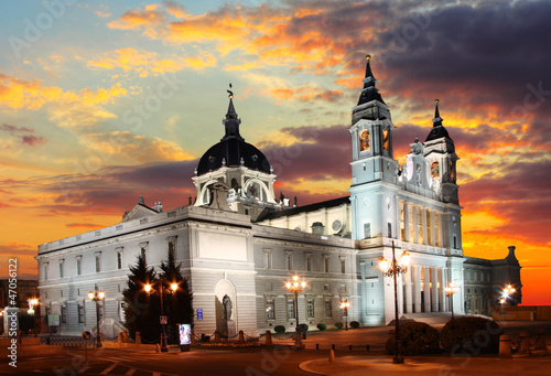 In de dag Madrid Madrid at sunset - Santa Maria la Real de La Almudena, Spain