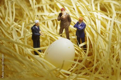фотография  ビジネスマンたちと卵