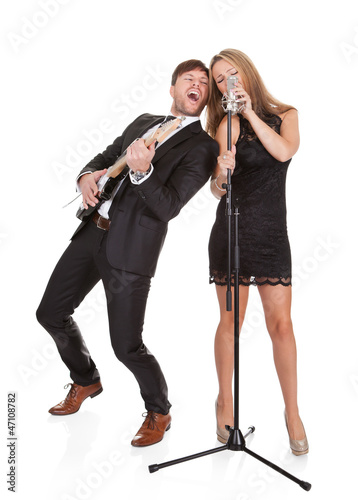 Photo  Couple performs duet to everybody
