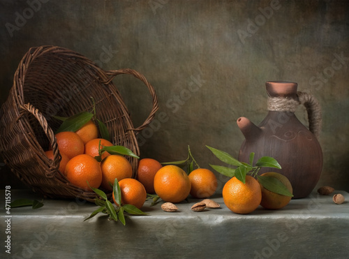 Fotografía  Still life with tangerines and basket