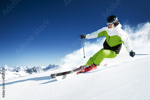 Ingelijste posters Wintersporten Skier in mountains, prepared piste and sunny day