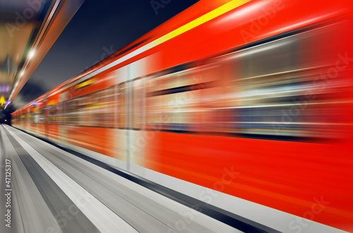 Fotografía  S-Bahn Zug Durchfahrt Bahnhof nachts