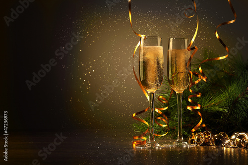 Fotografía  Glasses of champagne at new year party