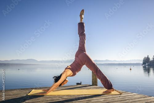 yoga woman - 47270647