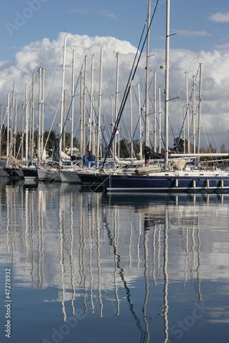 Foto op Plexiglas Water Motor sporten Yachts moored in a marina